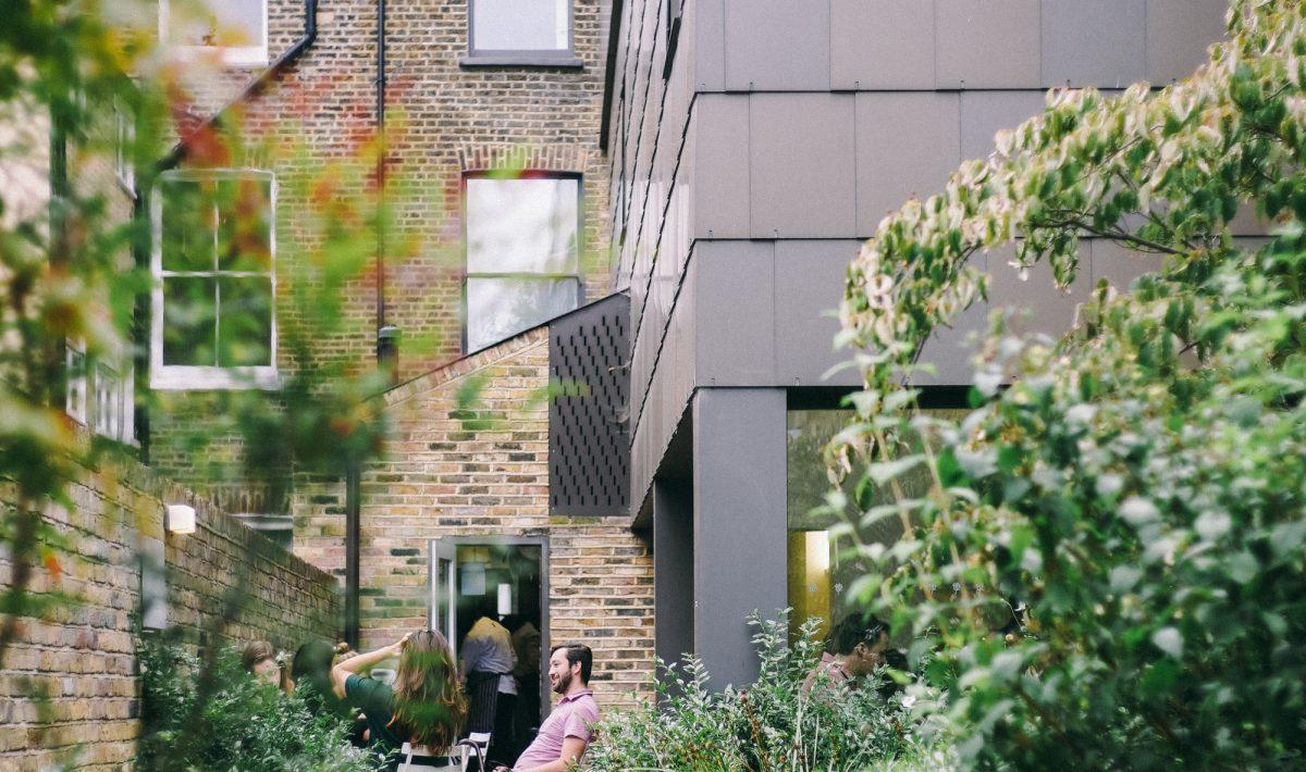 Inrichten-Kleine-Tuin-Tuinbestratingwinkel